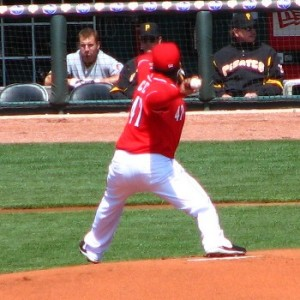 20090411-johnny_cueto_pitching-300x300