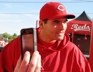 Joey Votto talking with fans