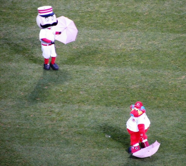 Mr. Redlegs and Gapper played with umbrellas before the beginning of the game.