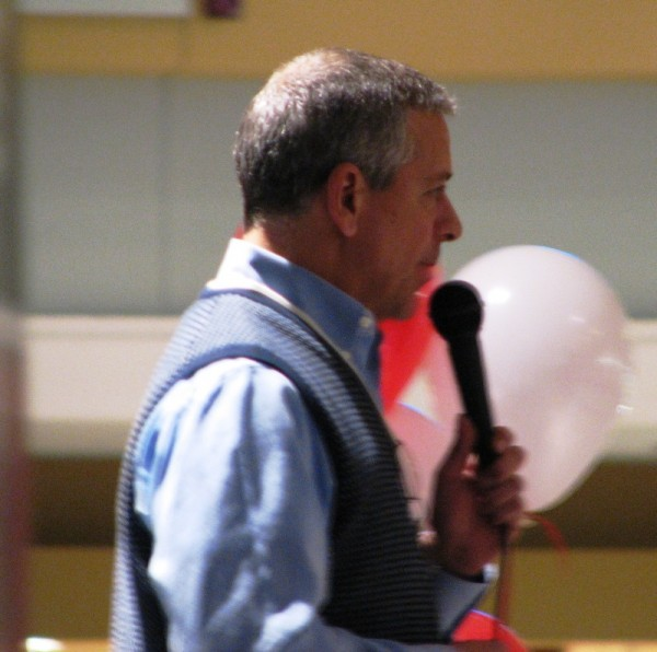 Thom Brennaman warmed up the crowd before the autographing began.