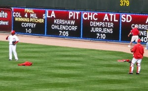 Cueto and Hernandez warming up before the game