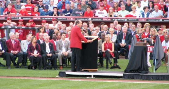 Johnny Bench speaking on his statue dedication night