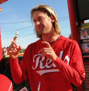 Bronson Arroyo walked through last year's Opening Night red carpet and explained his carpal tunnel prevented him from signing.