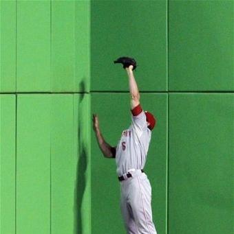Drew Stubbs makes a catch at the wall in Miami (AP Photo/Alan Diaz)