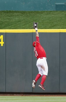 Shin-Soo Choo makes a great catch
